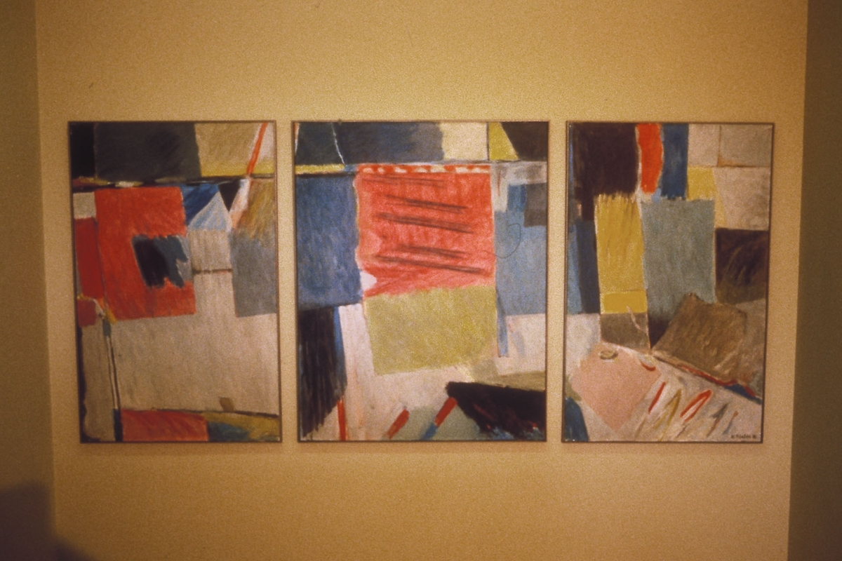 Ett av tre malerier. se aksesjon.
