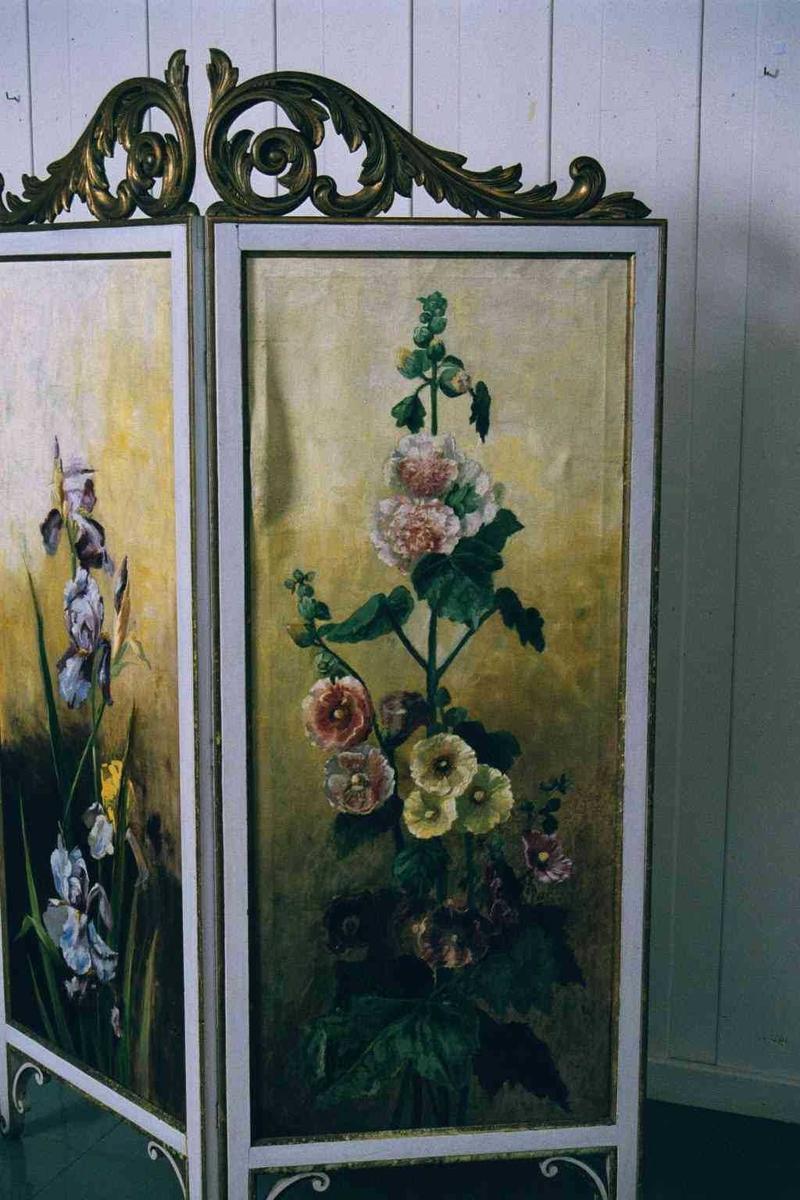 Liljer på lange stilker/ høy stokkrose ,