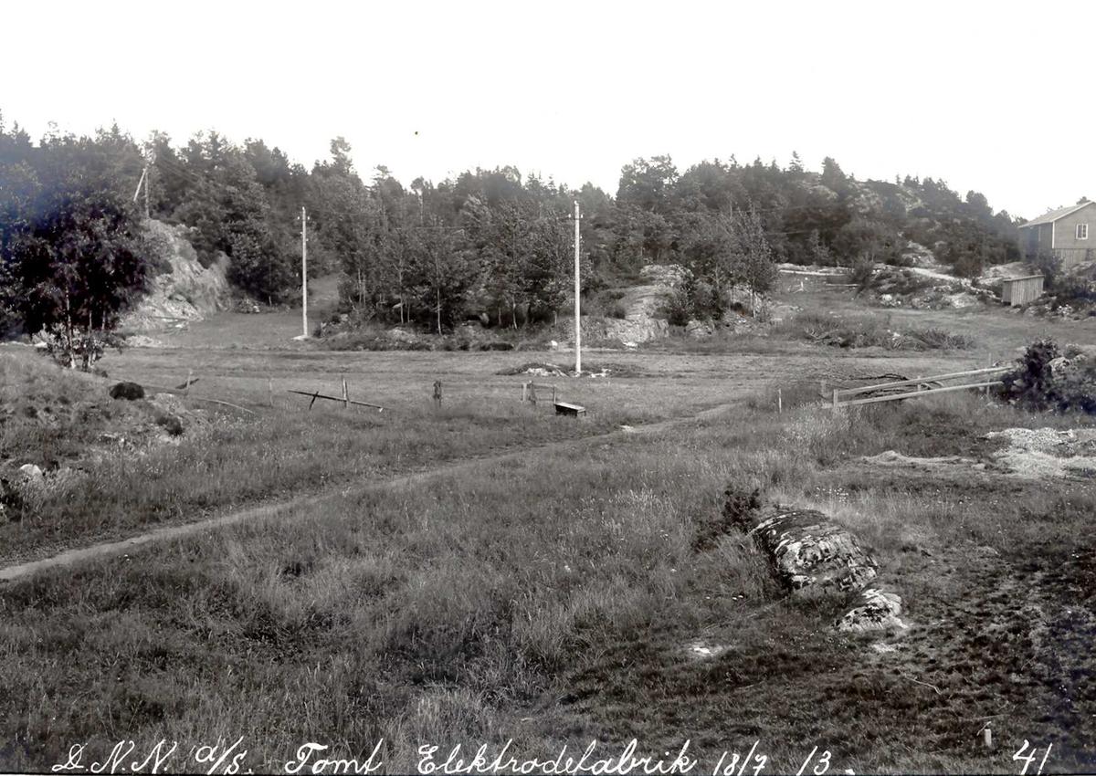 """""""18/07-1913"""" Nitriden. Tomt for elektrodefabrikken. Dyrket mark, hvor kuene beitet før industrien kom."""