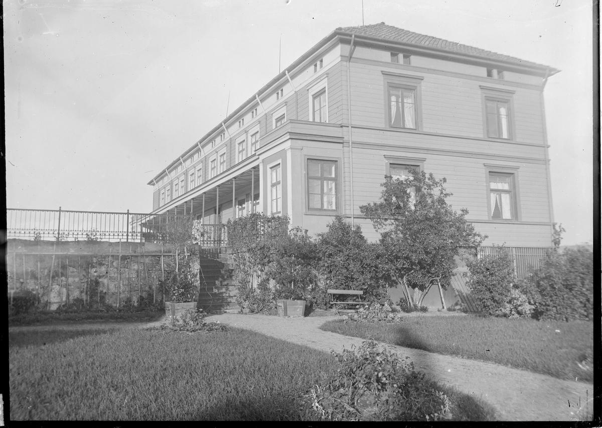 Utsiden av huset på Linderud.