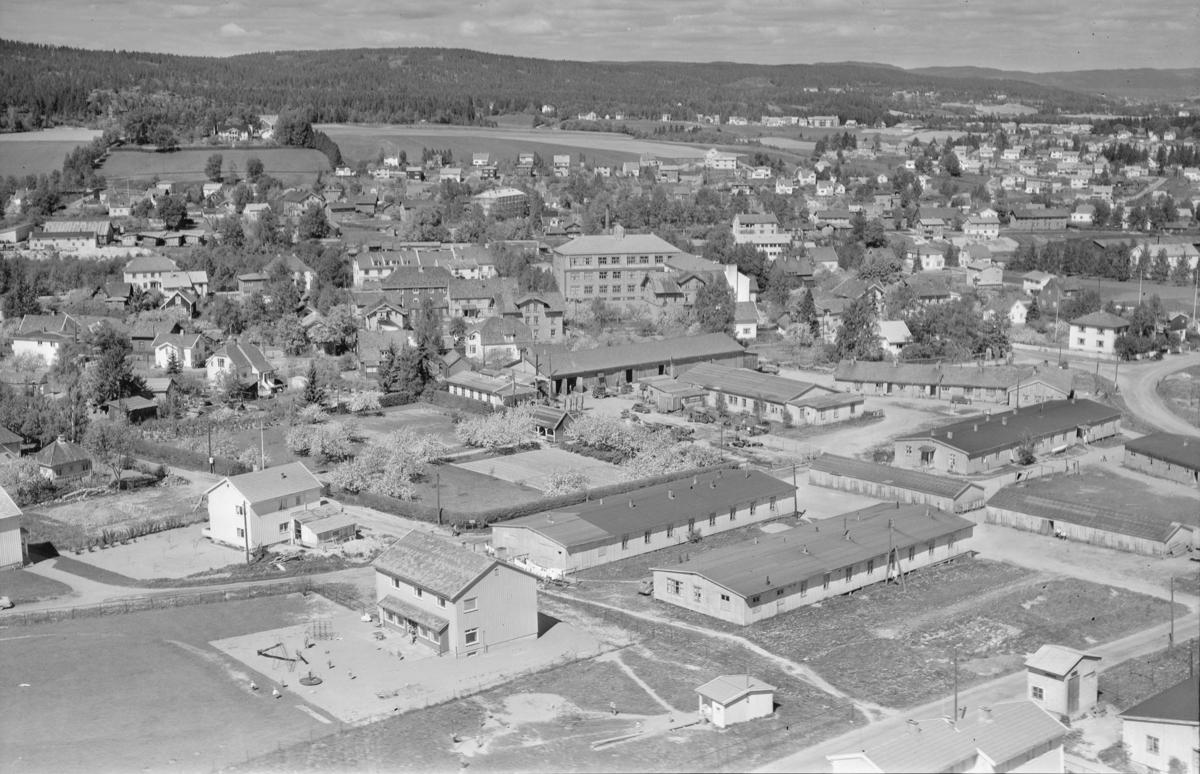 STRØMMEN TETTSTED Låkejordet med tyskerbrakker. Etter krigen ble noen av brakkene brukt til bolig, mens andre var i bruk for teknisk etat i Skedsmo kommune. Det siste ble revet da Stalsberg Ungdomskole ble bygd. Ca 1970