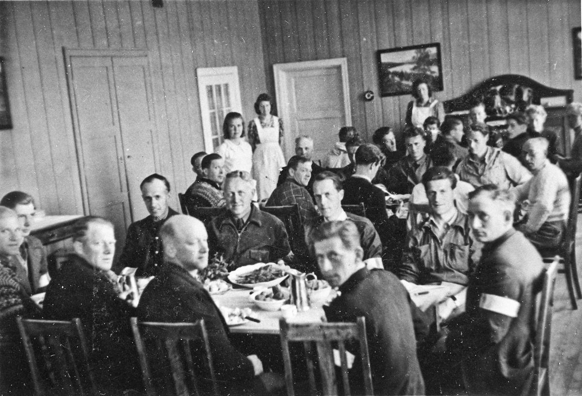 Hjemmestyrker i en spisesal.