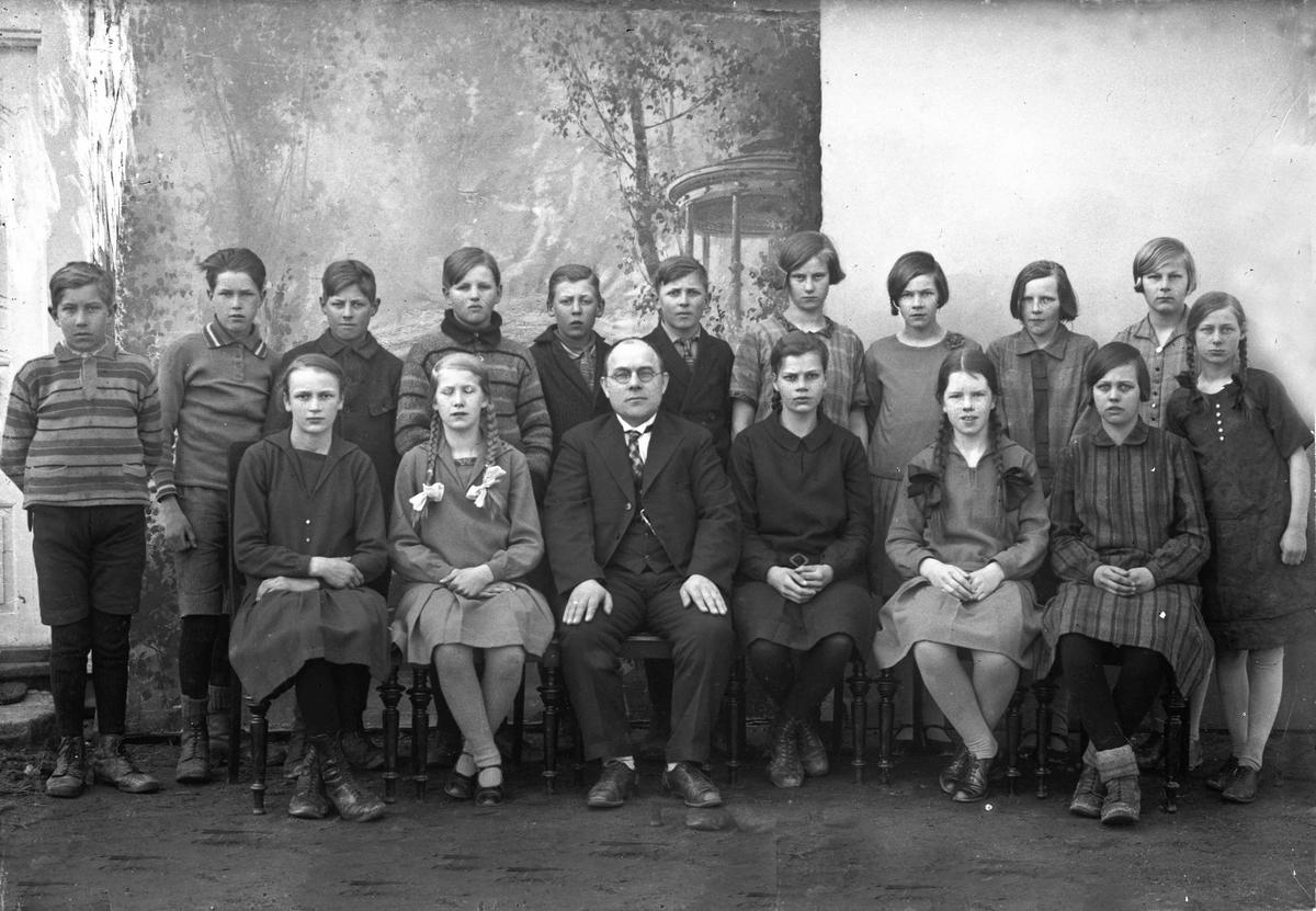 Skoleklasse, Eidsvoll Verk. Førstelærer Bernhard Engenes
