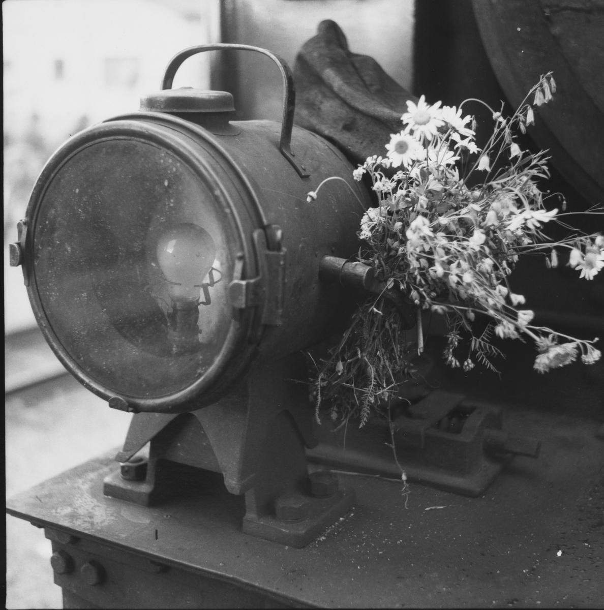 Lok 7 Prydz pyntet med markblomster.