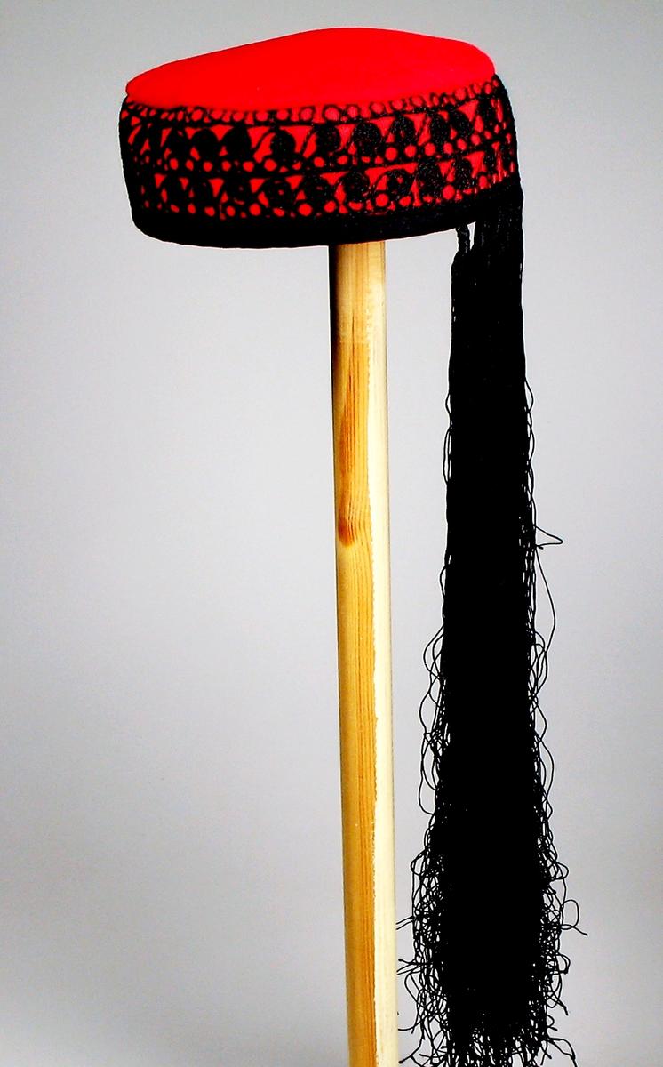Form: Sylinderformet, flat topp med sort dusk