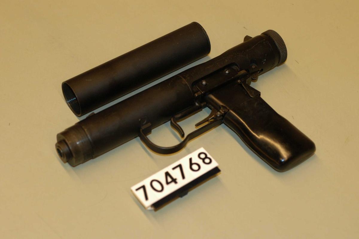 Våpenet er forsynt med lyddemper som kan skrus på. Denne har ikke vært avfyrt, og har en ubrutt pakning.