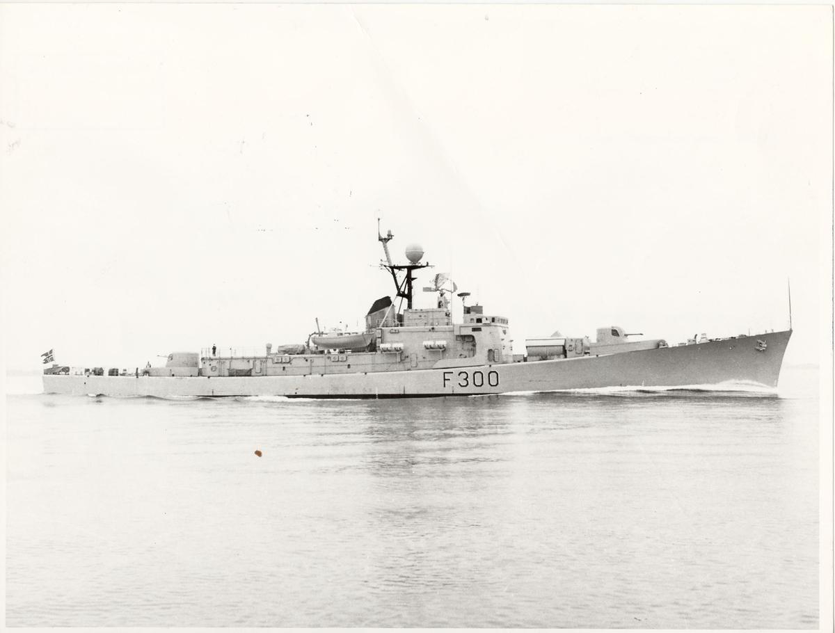 Fregatten KNM Oslo, styrbord side, første prøvetur