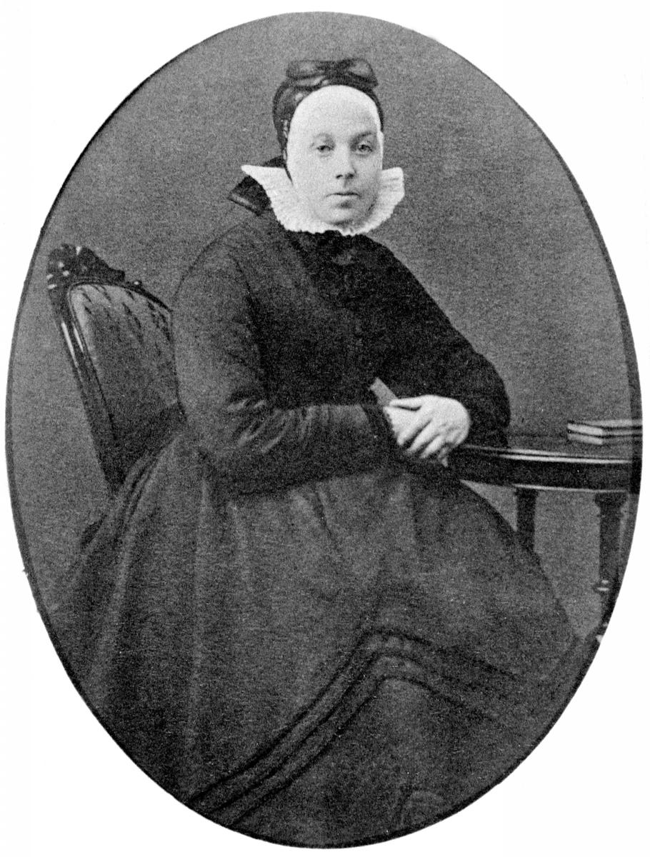 Portrett, LIsbeth Bjerke født Bjørnerud (1818-1884), gift med Thore Bjerke, Nerkvern, Brumunddal.LAGG,