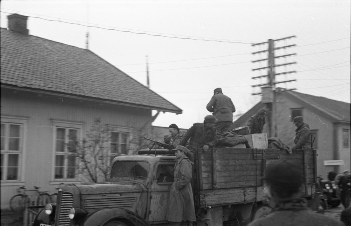 Hjemmefrontsoldater på lastebil