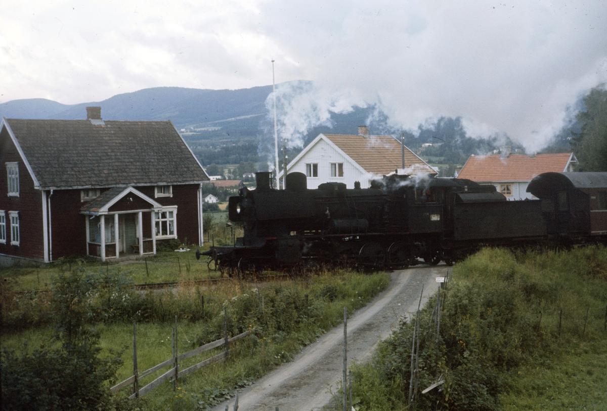 Godstog på Skreiabanen. Damplok type 24b nr. 264.