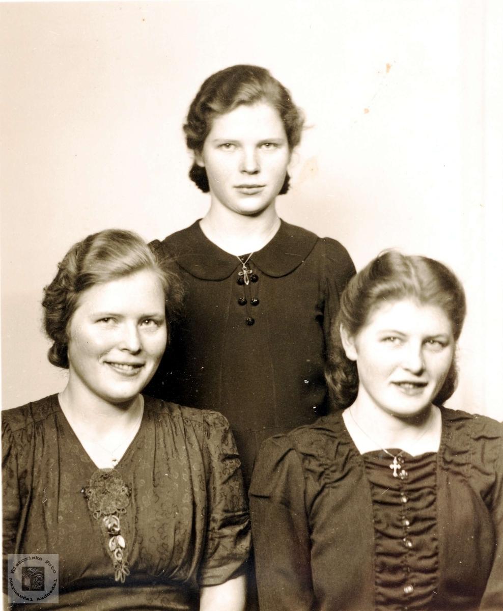 Tre søstre Holte fra Mandal med Grindheims røtter.