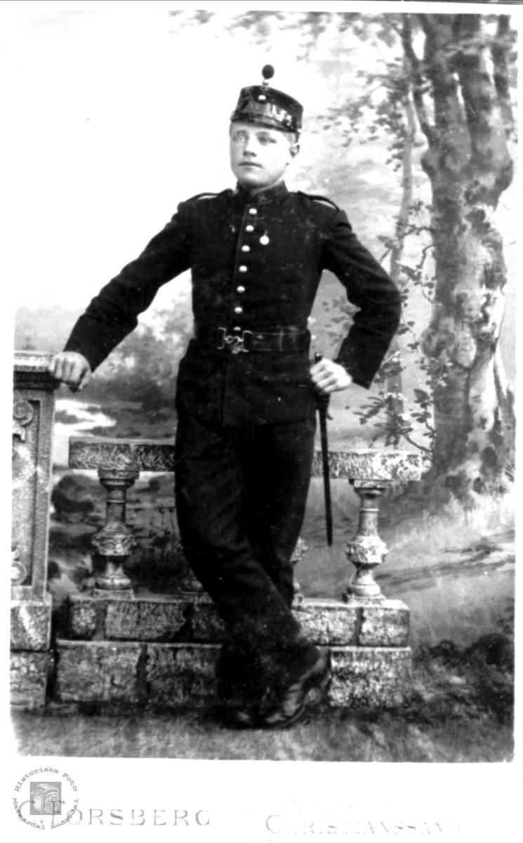 Andreas Haugland som befal i millitæret.