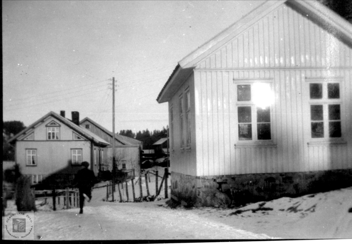 Høye skolehus og bnr 6, Høye i Øyslebø.