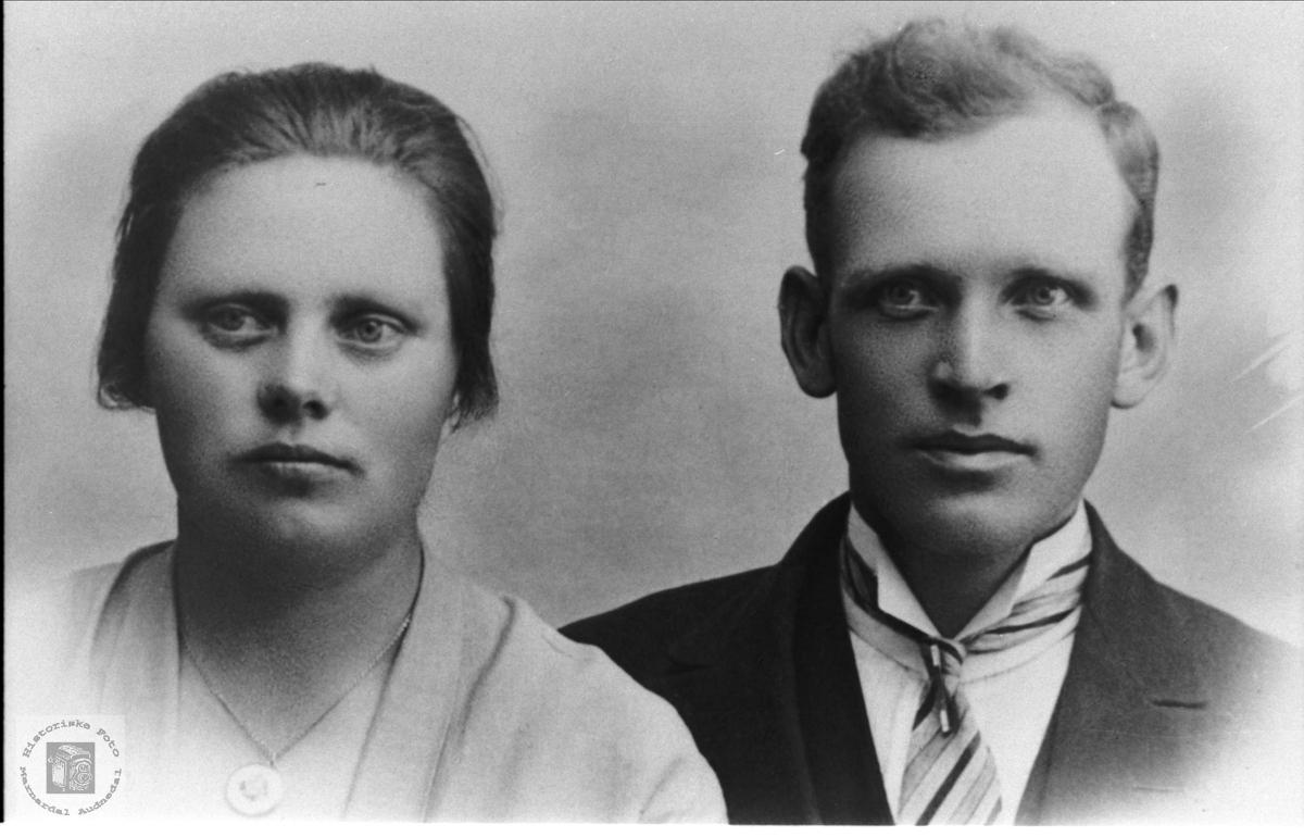 Portrett av Anna og Beint Regevik, Øyslebø.