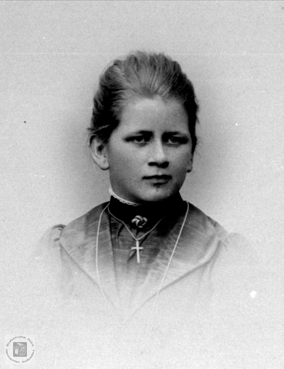 Portrett av Gurine Øyslebø, Øyslebø.