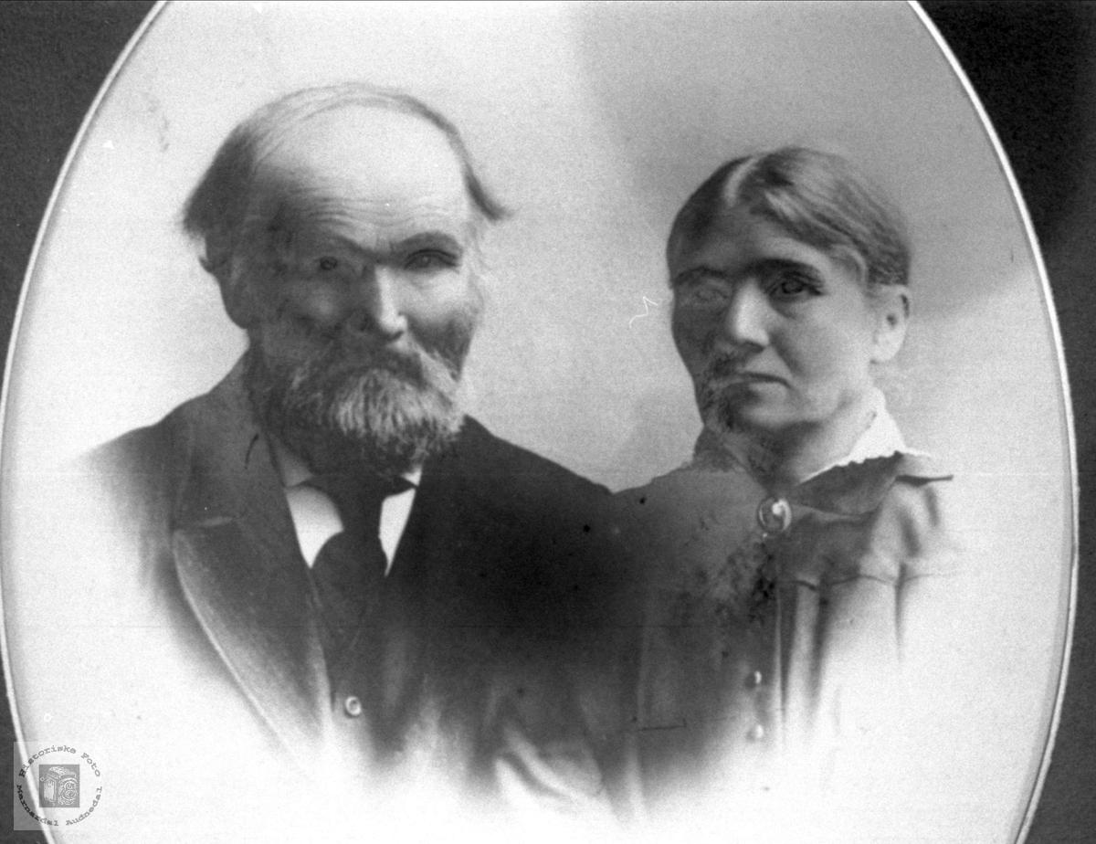 Ekteparet Ommund og Cesilie Fladaasen, Øyslebø.