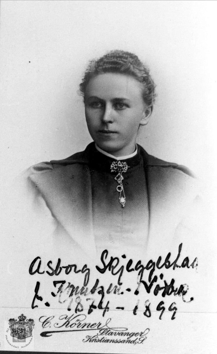 Portrett av Asborg Knutzen Nødbekk, gift Skjeggestad Bjelland.