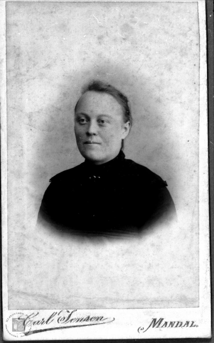 Portrett av Oloug Marie Ramsland, Øyslebø.