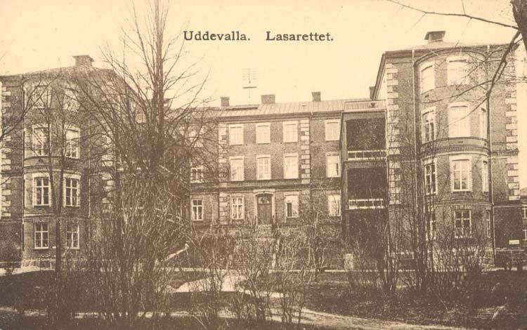 """Tryckt text på kortet: """"Uddevalla. Lasarettet."""""""