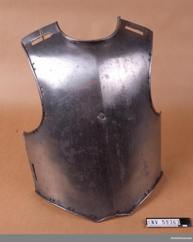 Grupp D IV. Bröstharnesk för manskap vid kavalleriet; Karl XI:s tid. Ur revisor Ryttermarks vapensamling.