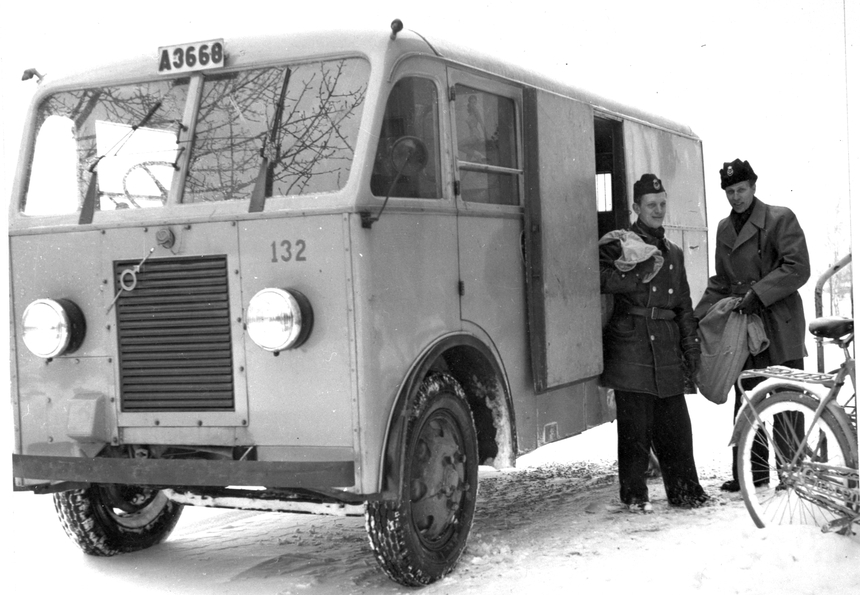 Post avlastas vid postexpeditionen Danderyd 2 av förste postiljon Artur Svensson och förste postiljon Edenvall, från postkontoret Stockholm 1.