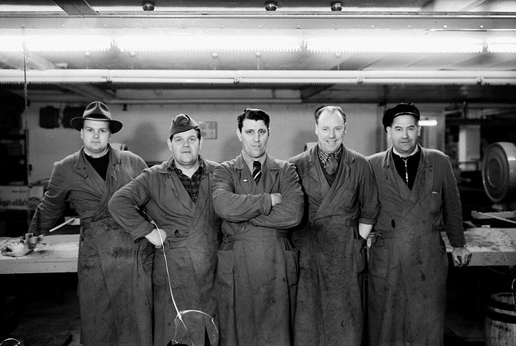 Banan Kompaniet, interiör, fem män.