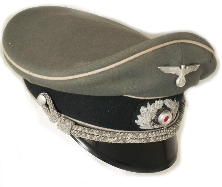 Wehrmachtemblem, ...i krans av eikeløv, to grå snorer.