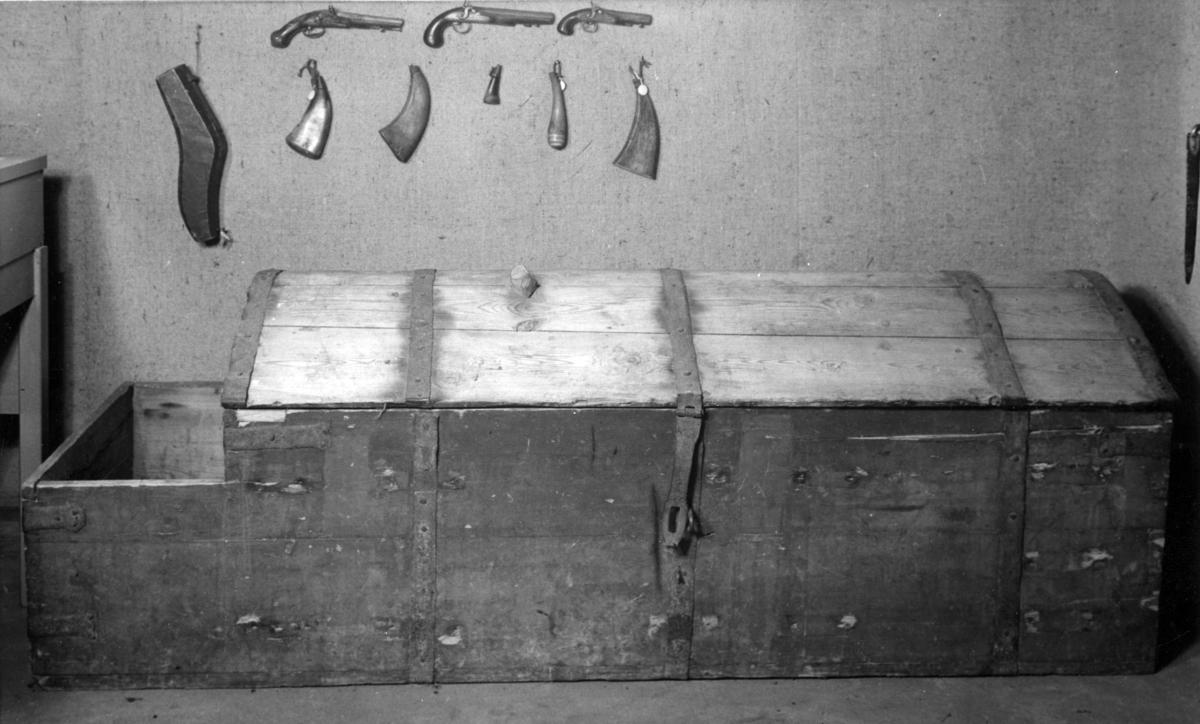 Våpenutstilling.Amunisjonskasse