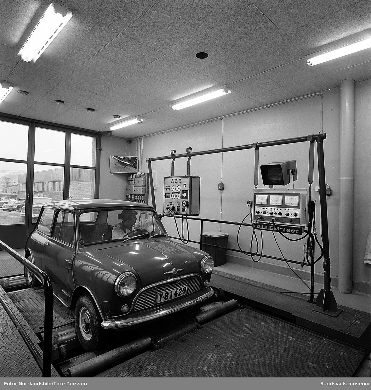 """Bilcentralen Thure Holmqvist AB i Skönsberg har byggt en ny verkstad för biltester på hypermodern rullbana, så kallad """"rullande landsväg"""". Verkstaden erbjöd även rostskyddsbehandling. Byggnaden låg på den tomt där den nedbrunna Malmtorgsskolan stod och där det numera (2016) är trafikplats och rondell med anslutning till Sundsvallsbron."""