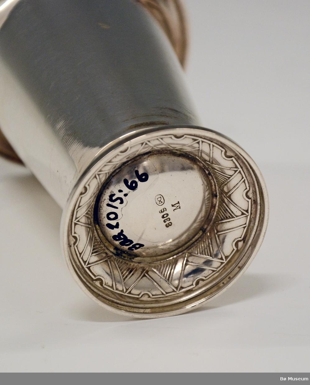 Sølvpokal uten innskrift. Stempel: 830 S (merke: Th. Marthinsen, Tønsberg)