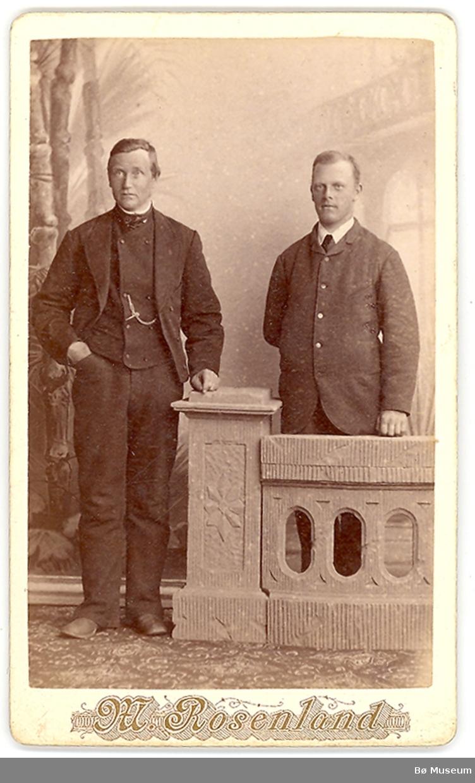 2 menn i fotoatelier