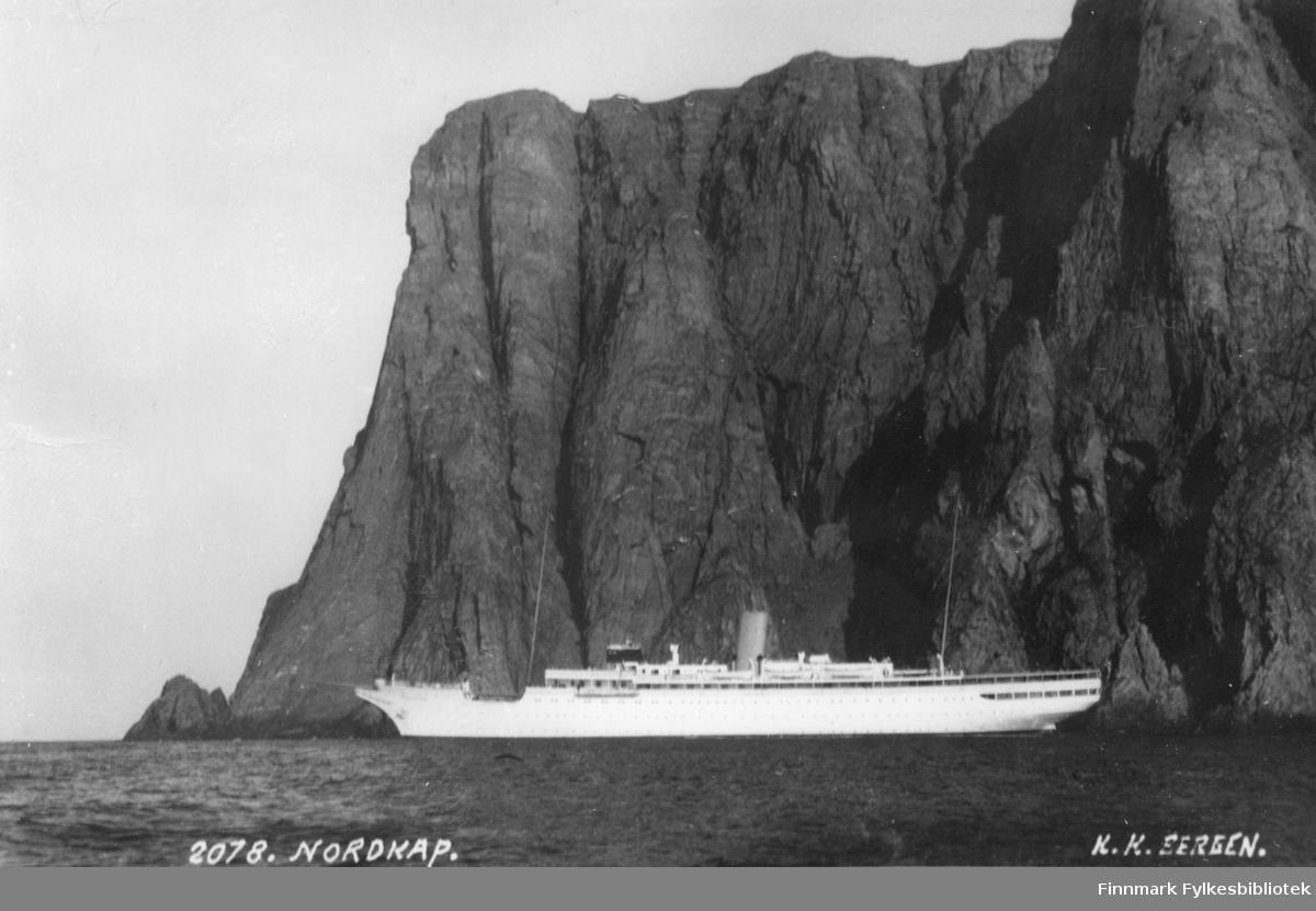 """Postkort fra Nordkapp med turistskipet """"Stella Polaris""""."""