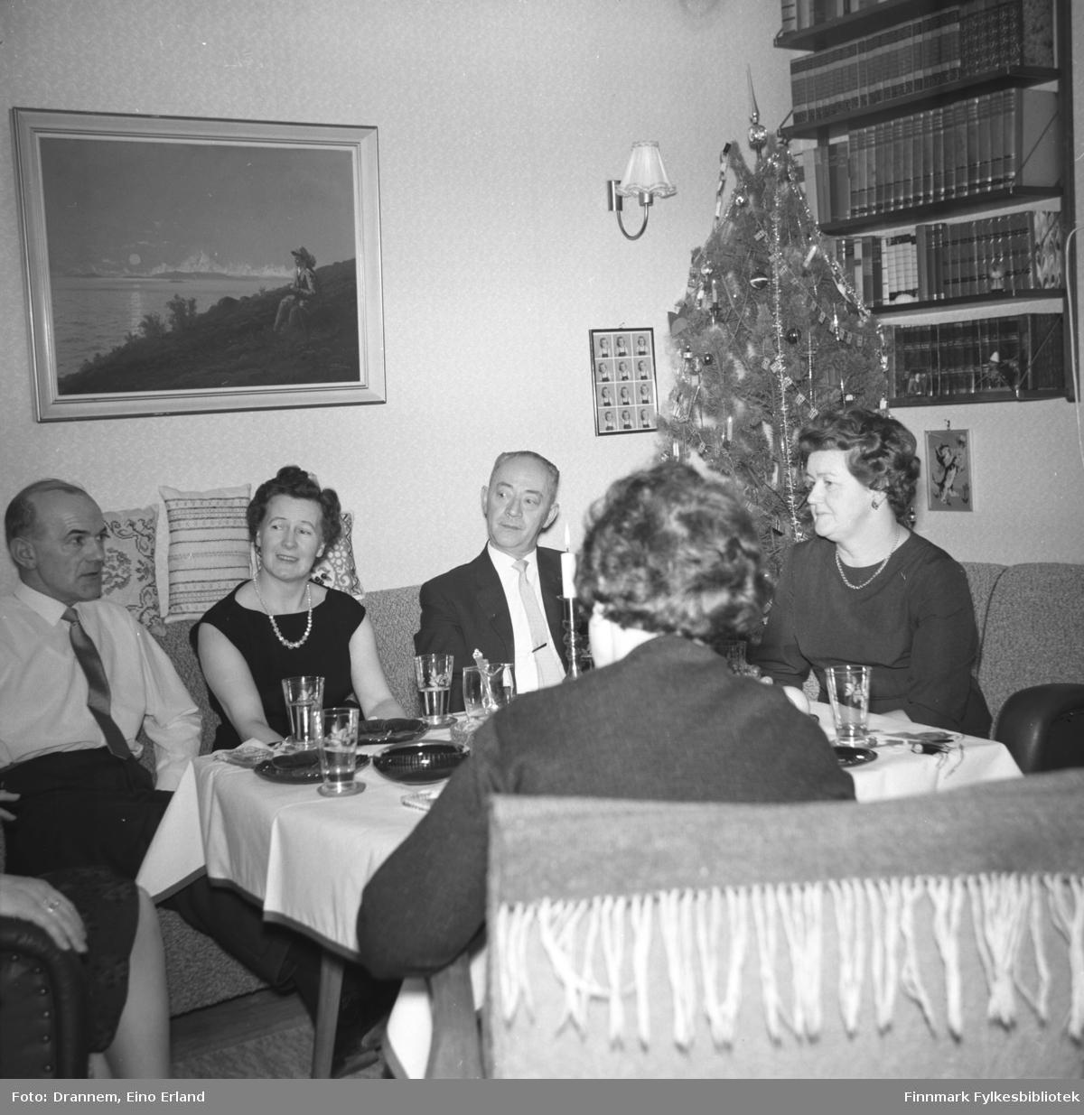 Juleselskap hjemme hos familien Drannem i Hammerfest. Personene er ukjente.