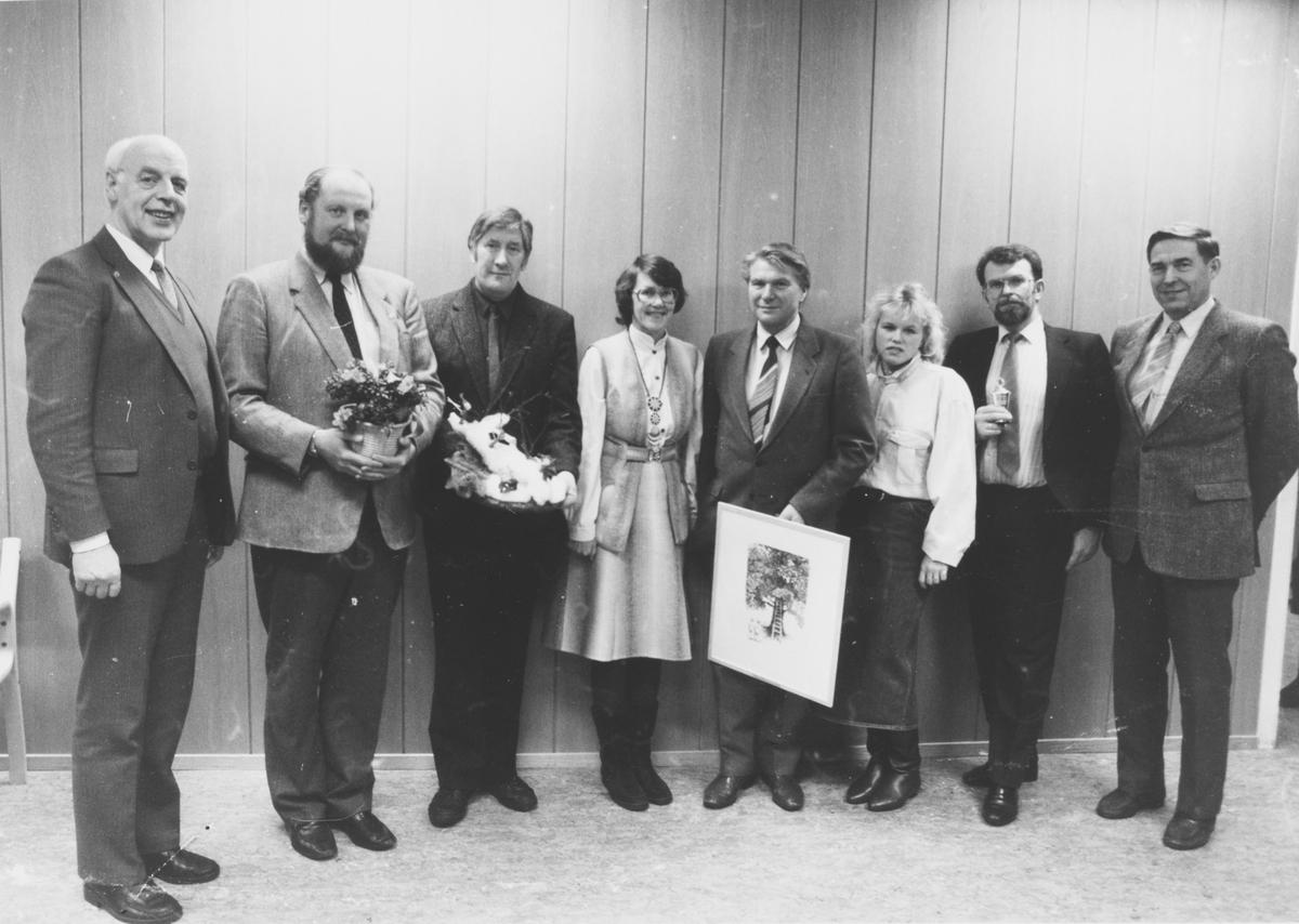 Eirik Sekkelsten ble tildelt Nittedal kommunes kulturpris i 1986 for sitt arbeid med musikk og generelt kulturarbeid.  Bjørn Sylstad i NIL (nr 2 f.h.) fikk den administrative idrettslederprisen og Elin Bakk Anthonsen fikk påskjønning som ung aktiv idrettsutøver.