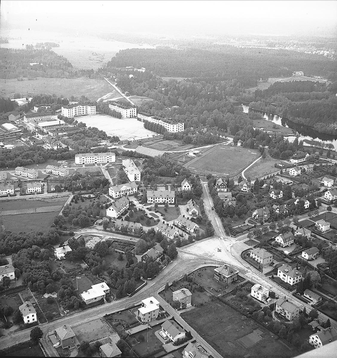 Flygbild över Villastaden med Gavleån och I 14. Foto 1947 eller senare.