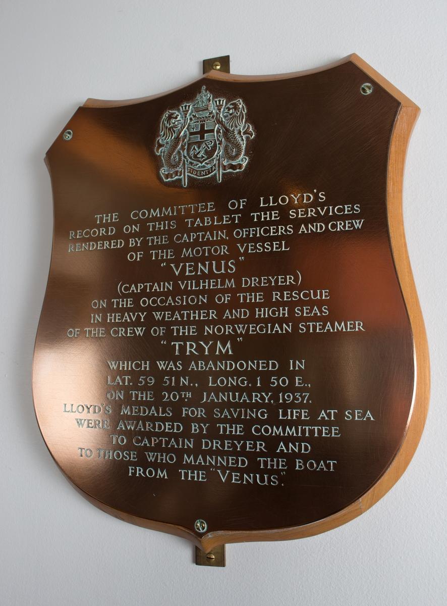 Plakett med tekst når MS VENUS  reddet besetningen på DS TRYM i Nordsjøen den 20, januar 1937