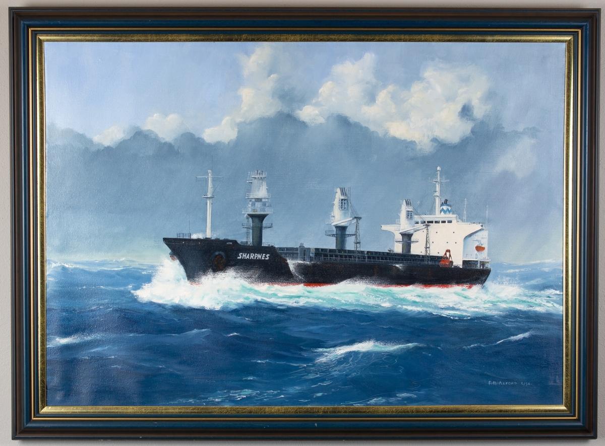 Skipsportrett av motorskipet SHARPNES i åpen sjø.