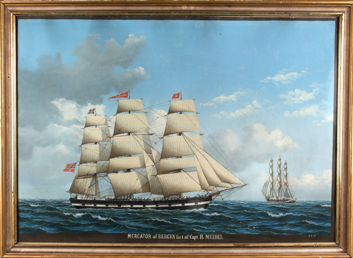 Skipsportrett av fullrigger MERCATOR under fulle seil. Vimpel med skipets navn sees i stormasten samt unionsflagg akter. Skipet sees fra to ulike vinkler. Har malte kanonporter og fører vimpel med kjenningsbokstav X i formasten.