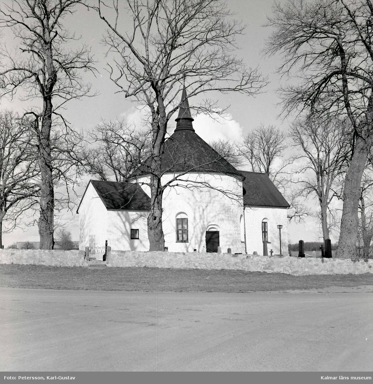 Voxtorps kyrka, en av Sveriges åtta rundkyrkor.