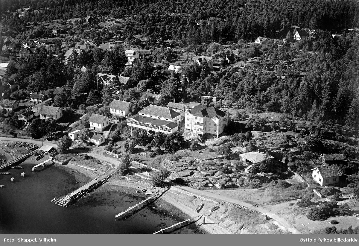Oversiktsbilde fra Skjærhalden på Hvaler, flyfoto/skråfoto fra september 1951.