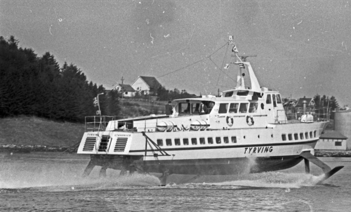 """Westamaranen """"Tryving"""". Gjennom Karmsundet til Haugesund. Skipet ved kai i Haugesund."""