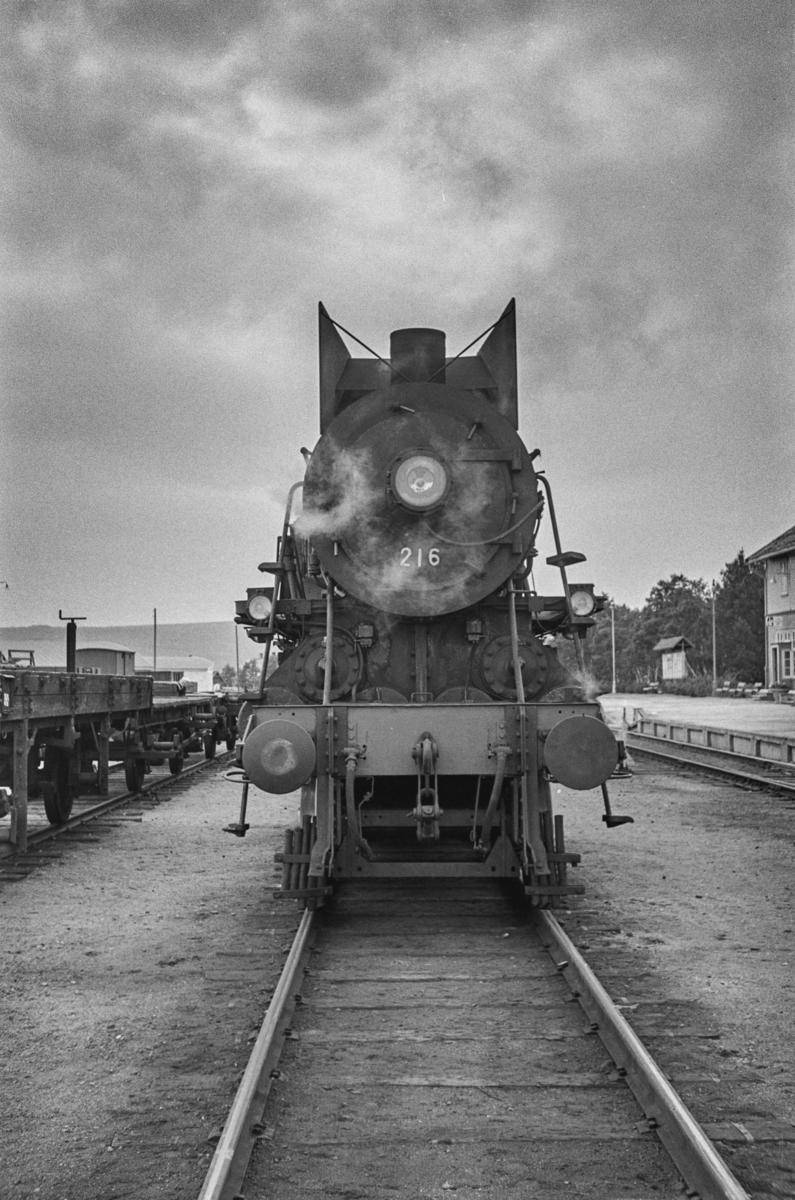 Damplokomotiv type 26a nr. 216 på Røros stasjon.