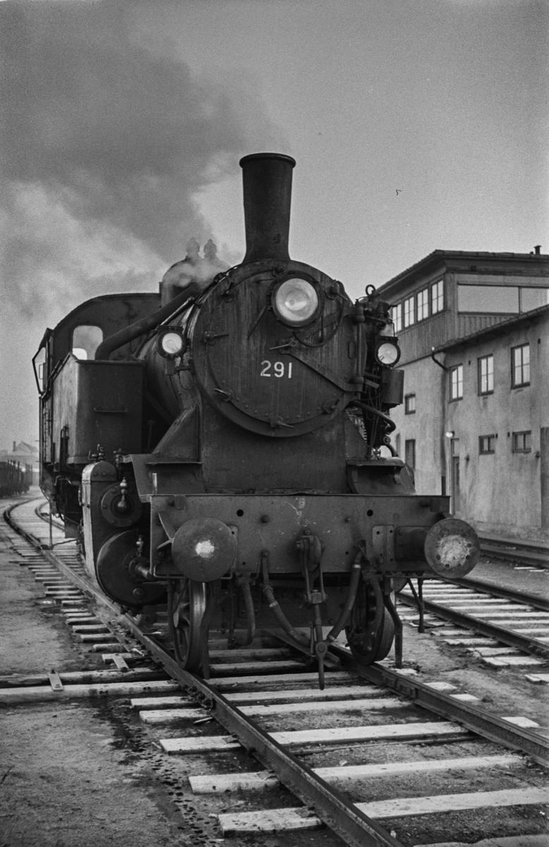 Damplokomotiv type 32a nr. 291 i skiftetjeneste på Trondheim stasjon.