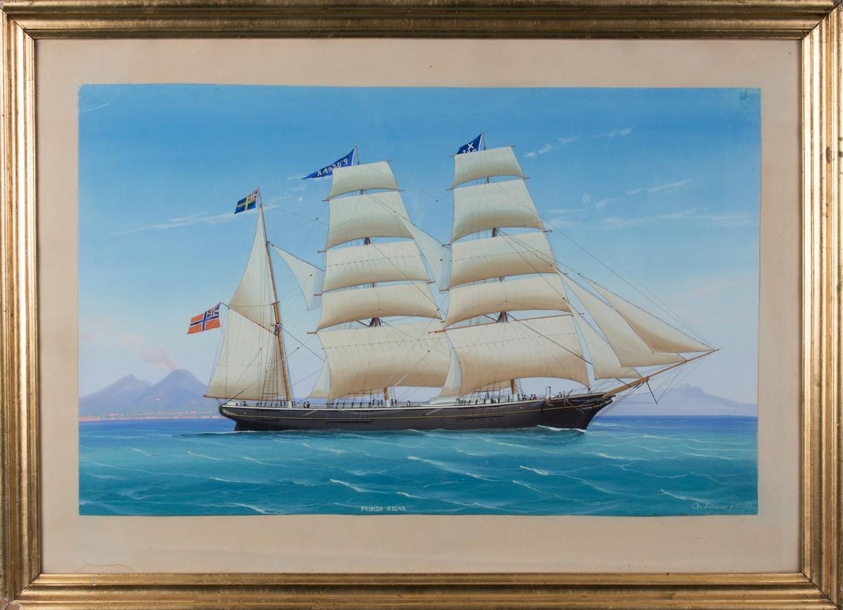 Skipsportrett av bark PRINS OSCAR utenfor havnebyen Napoli med vulkanen Vesuv i bakgrunn. Skipet fører signalflagg X200(?), vimpel med skipets navn, og både norsk og svensk flagg med unionsmerke. 8 mann på dekk.