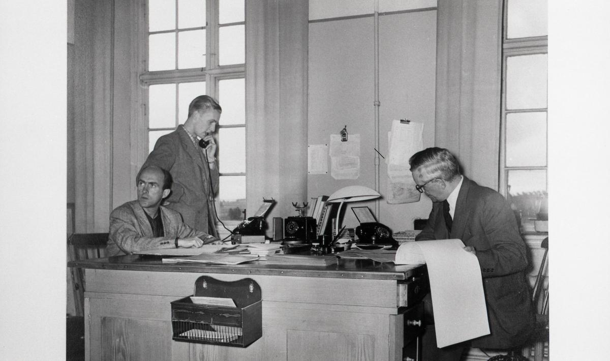 """""""På lokmästarexpeditionen"""". Från utställningen """"Falköping i bild"""" 1952."""