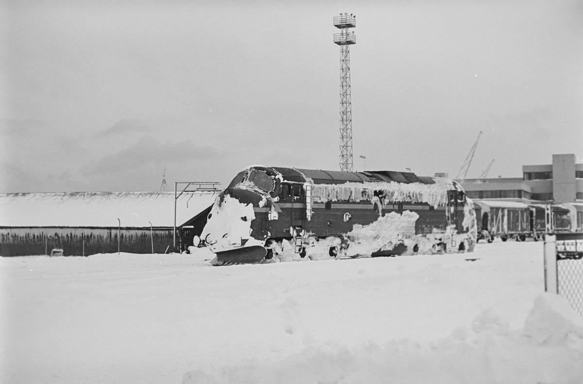 Diesellokomotiv type Di 3 nr. 605 på Trondheim stasjon. Lokomotivet har nettopp ankommet med tog fra Nordlandsbanen.