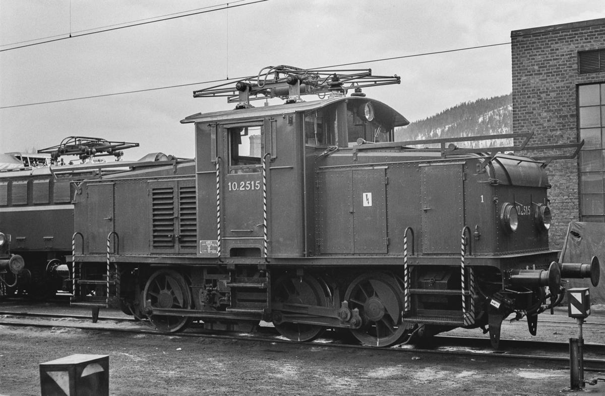 Elektrisk skiftelokomotiv type El 10 nr. 2515 på Sundland i Drammen.