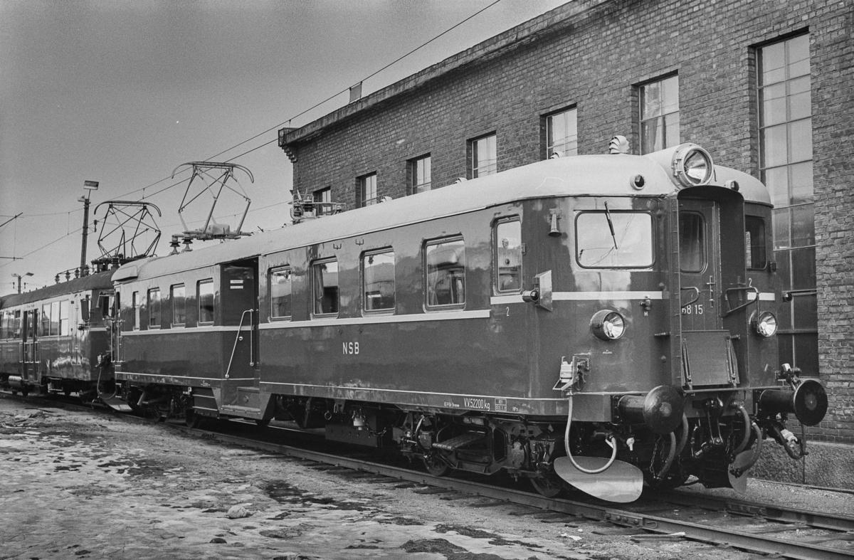 Nyrevidert elektrisk motorvogn BM 68A 15 på Sundland i Drammen.