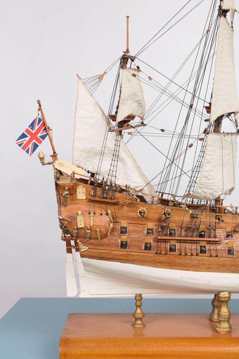 """Modell av """"Det engelske kongeskip"""" fra 1680 Bækvolds produksjonsnummer 26 Materialomkostninger oppgitt til kr. 500,-"""