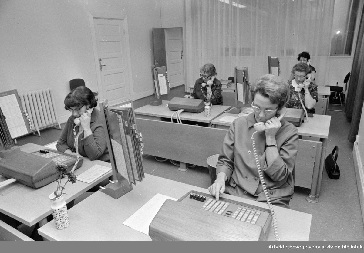 Regjeringsbygget, interiører. Sentralbordet. November 1969
